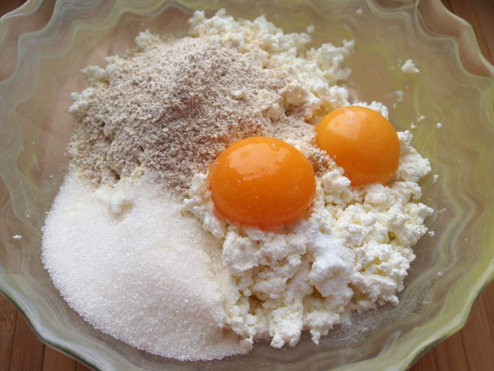 Запеченные сырники с цукатами