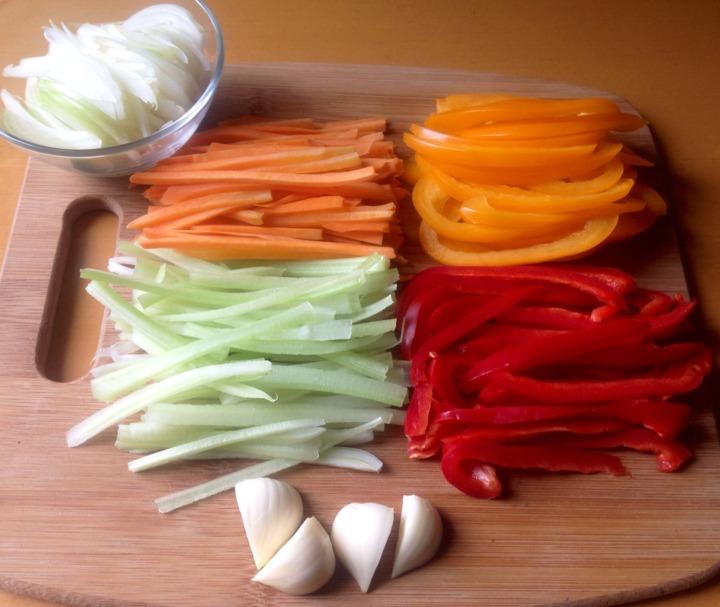 Кальмары, жаренные с овощами