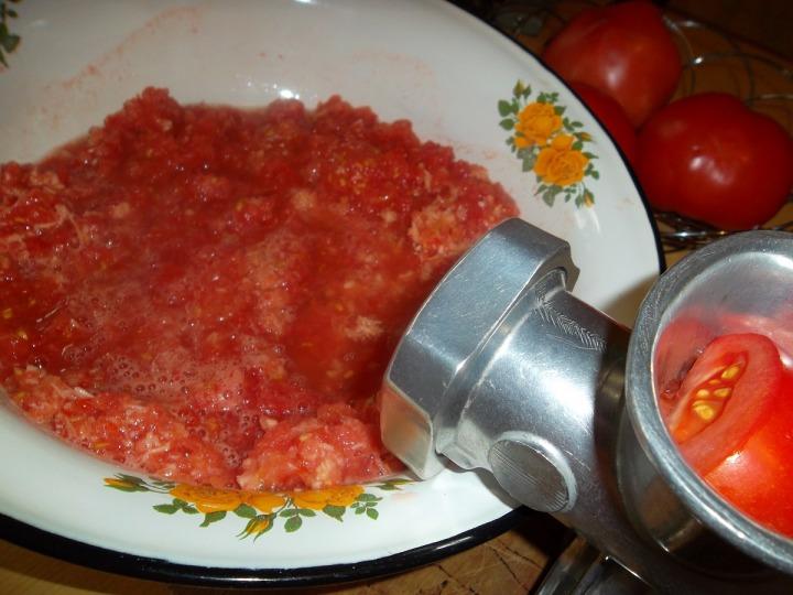Закуска из помидоров и хрена