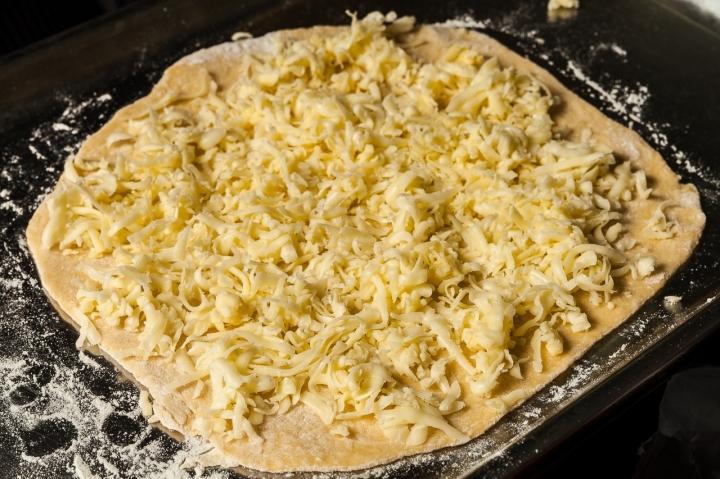 Пирог с моцареллой и шпинатом