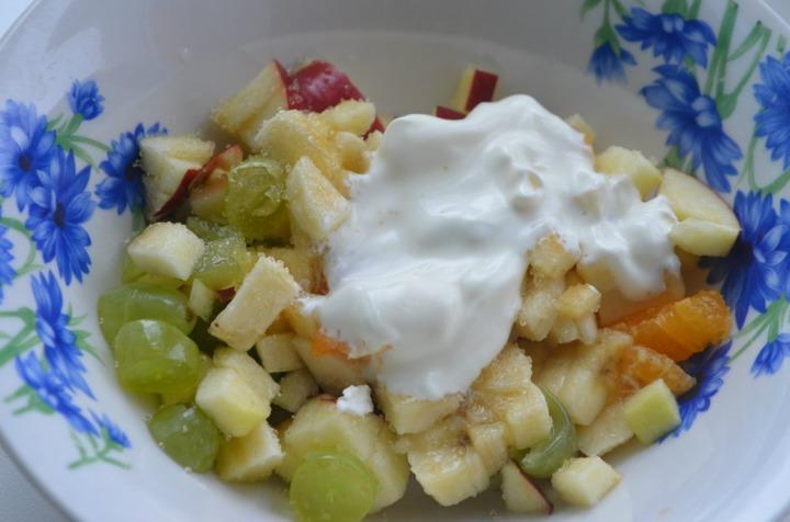 Фруктовый салат в сырном мешочке