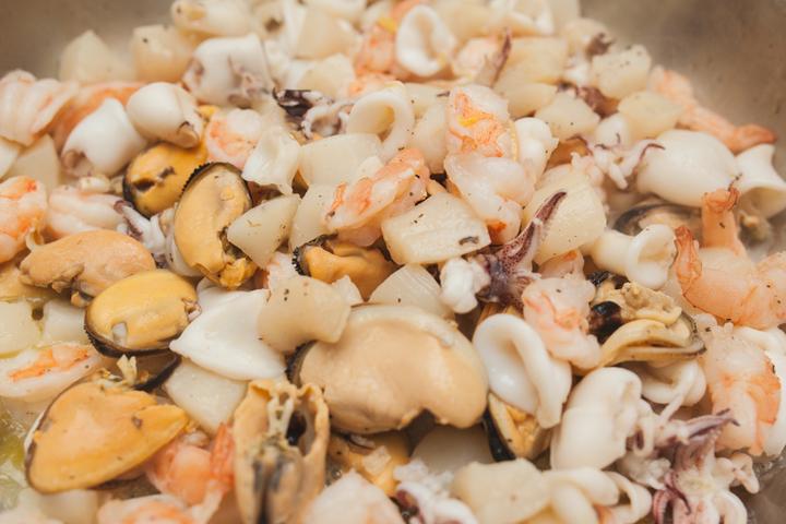 Паэлья с морепродуктами и цыпленком