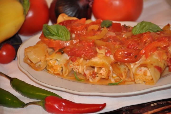 Каннелони с острым томатным соусом