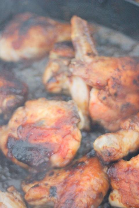 Цыпленок барбекю с салатом