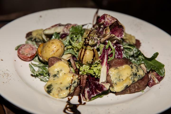 Салат с телятиной и картофелем