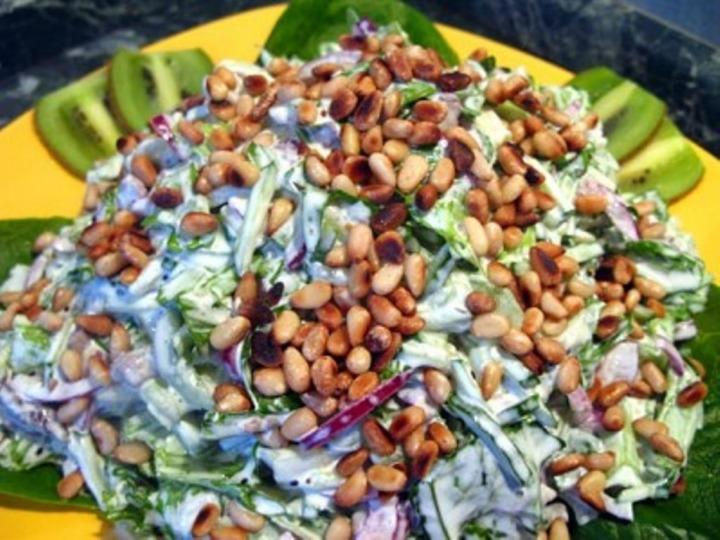 Салат с отварной говядиной и киви