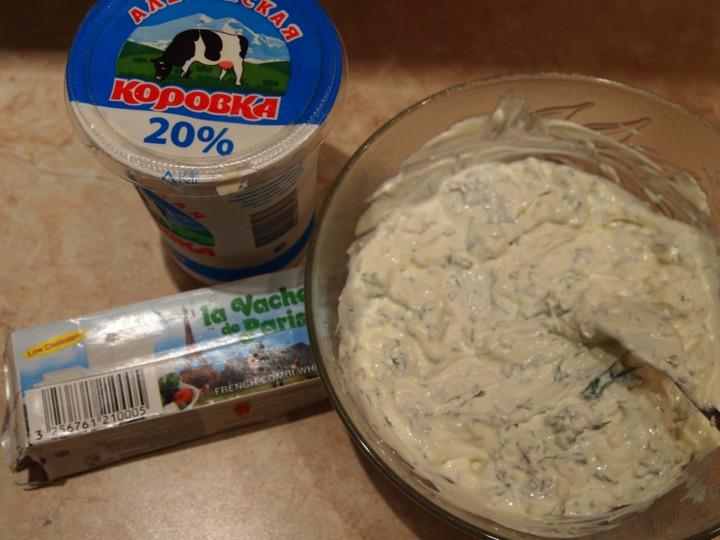 Слоеный салат с фасолью и грибами