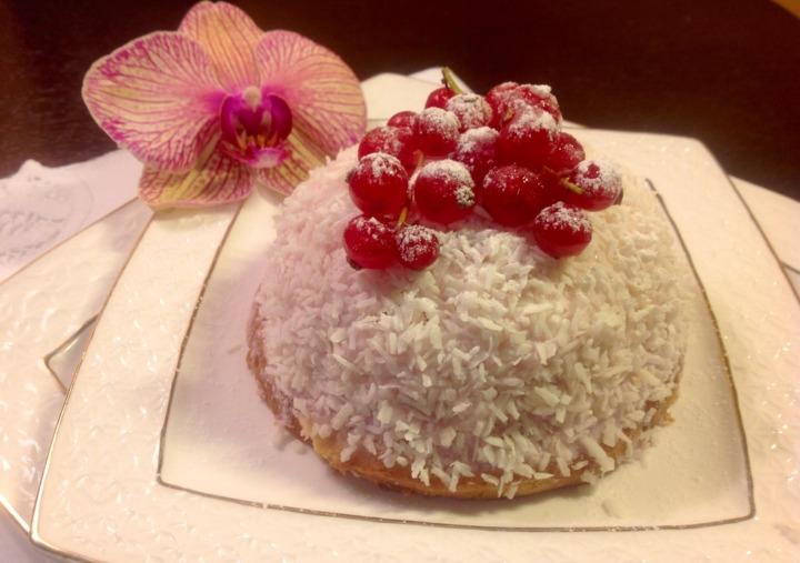 Зефирное пирожное с ягодами