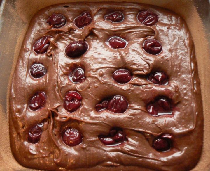 Шоколадный пирог с вишней и перцем