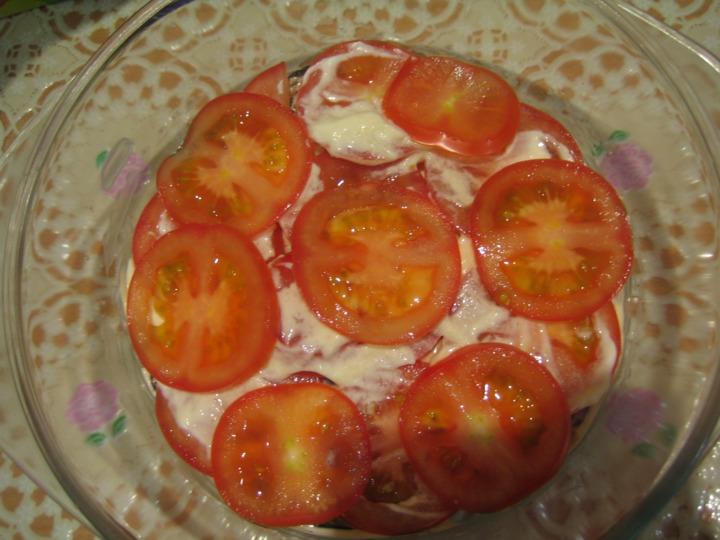 Слоеный салат с баклажанами