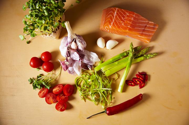 Cтейк из лосося с овощами