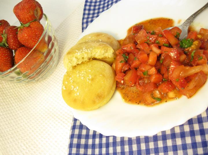Тартар клубнично-помидорный