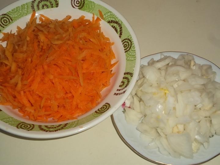 Кабачки, запеченные с помидорами и салями