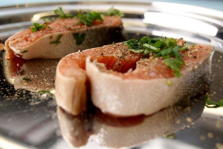 Запеченные стейки горбуши