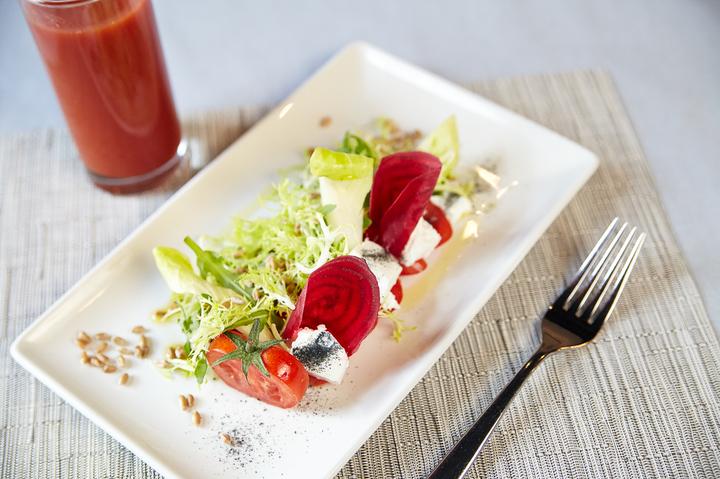 Салат со свеклой и сыром шавру