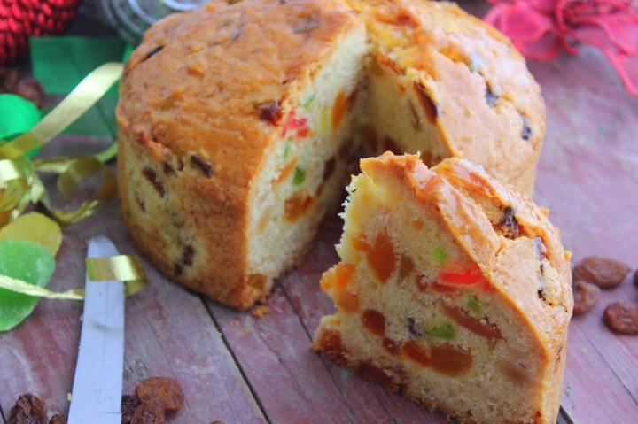 Темный пирог с цукатами и орехами
