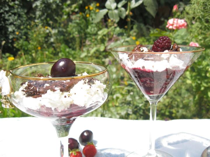 Черешневый десерт с творогом