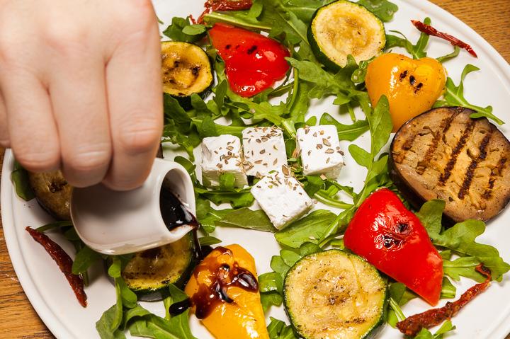 Салат с овощей на гриле