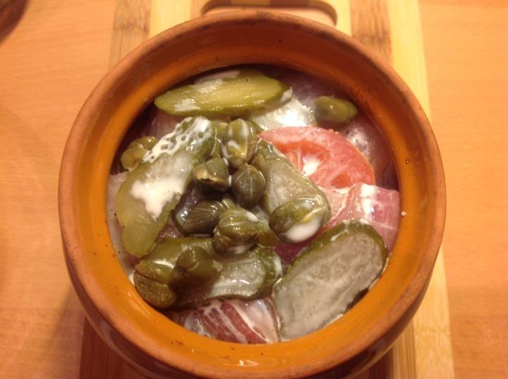 Рыбное филе с овощами в горшочках