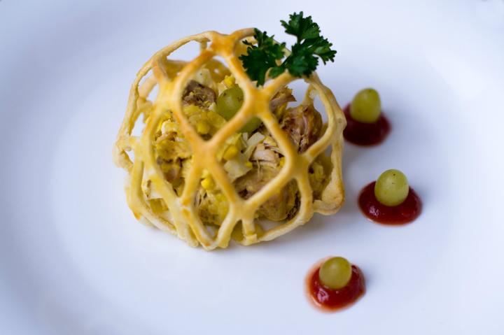Салат с курицей и грибами в паутинке