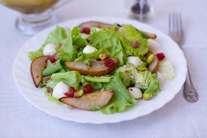 Салат с карамелизованной грушей