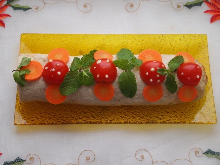 Мясной рулет с помидорами черри
