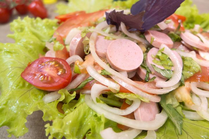 Салат с сосисками