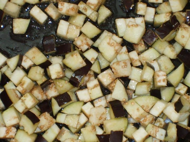 Баклажаны с козьим сыром и базиликом
