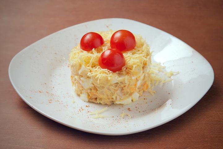 Салат из помидоров черри и курицы