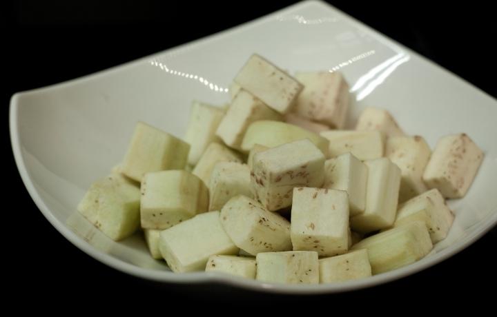Салат из баклажанов с козьим сыром