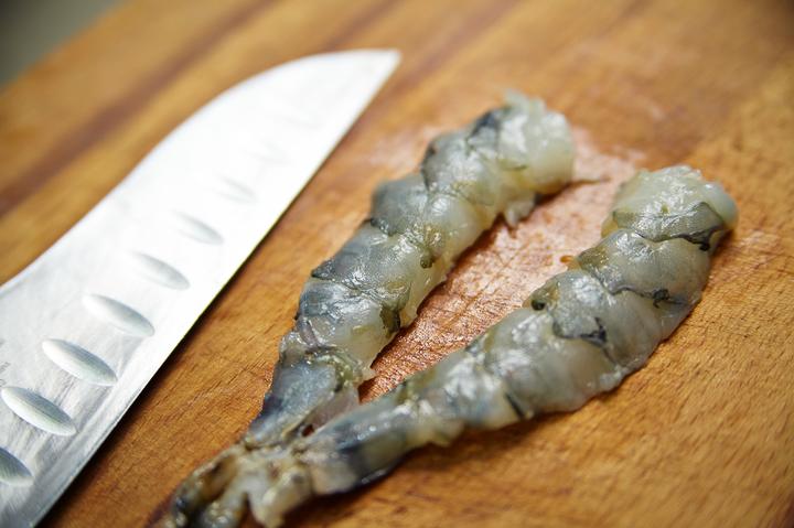 Паста с роллом из дорадо и креветки