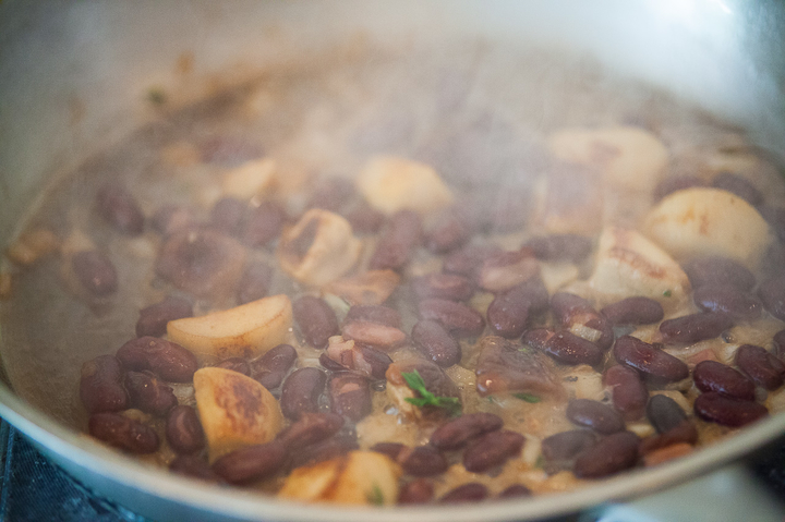 Стейк из говядины с красной фасолью