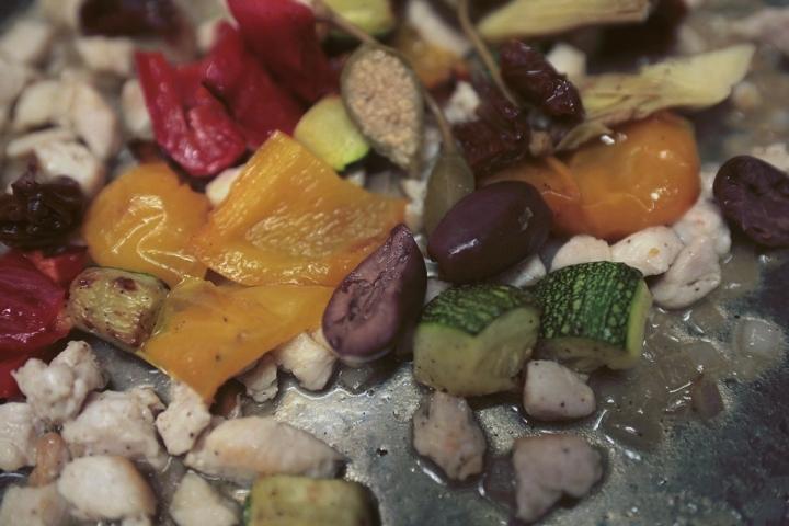 Радьятори с куриным филе и печеными овощами