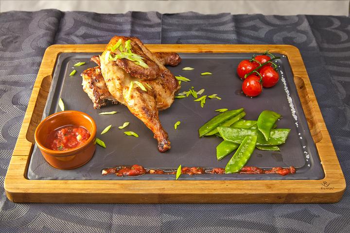 Цыпленок с овощами и соусом