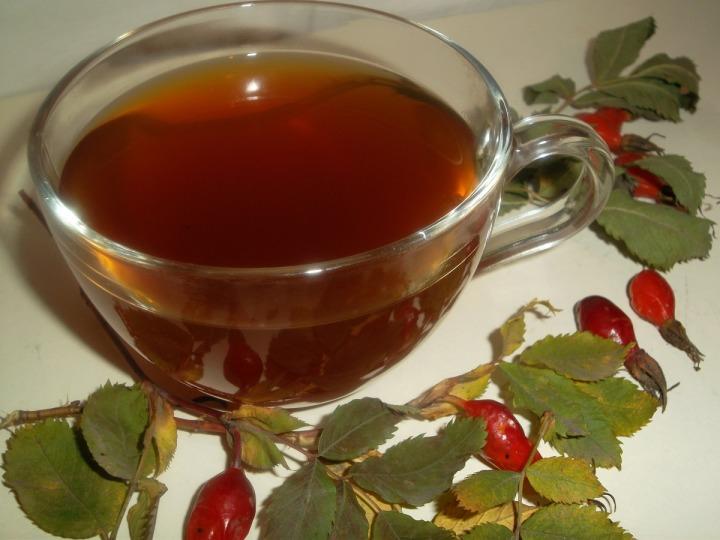 Чай из плодов шиповника с мелиссой