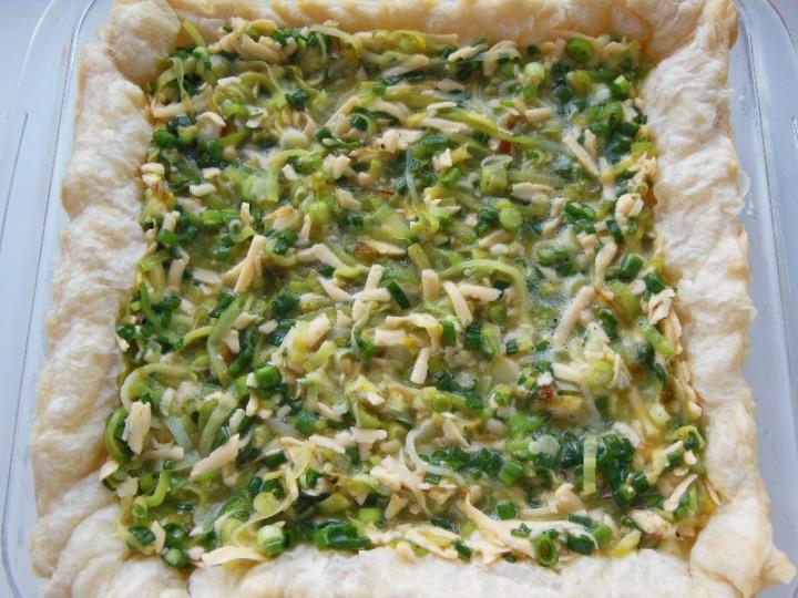 Открытый сырно-луковый пирог