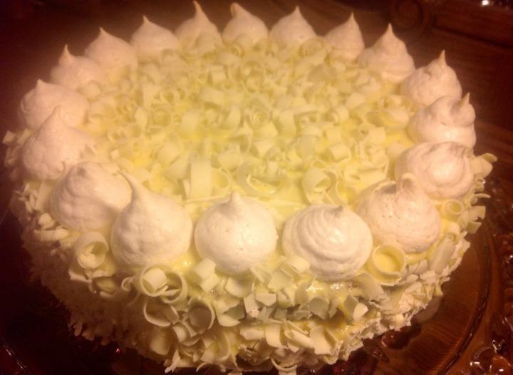 Торт из белого шоколада с безе