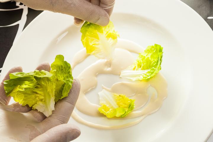 Салат с тунцом и дольками апельсина