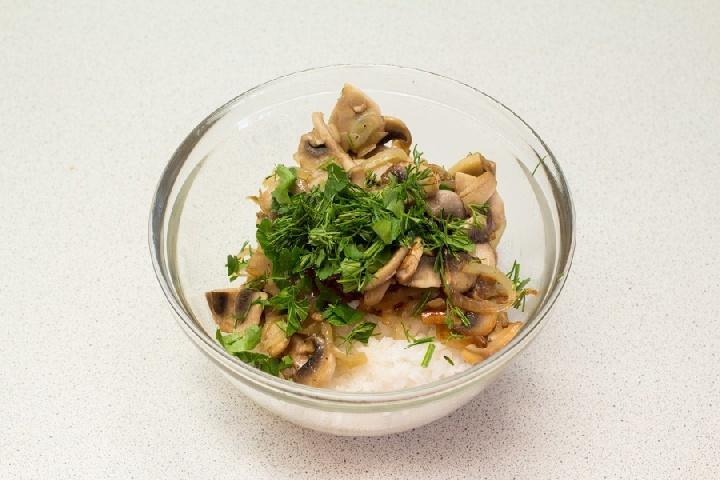 Медальоны из семги с грибами и рисом