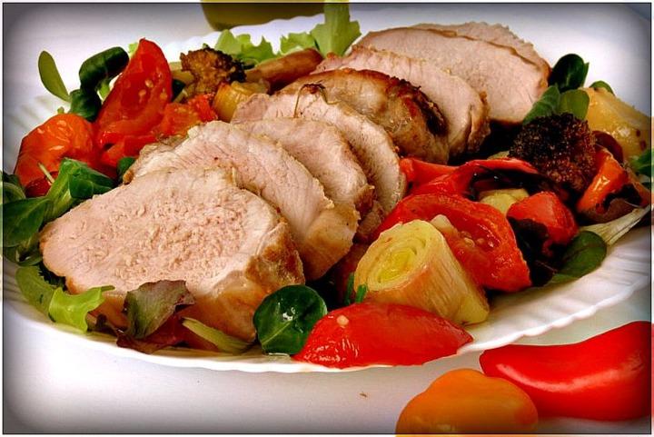 Свинина на подушке из овощей