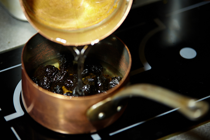 Тунец полужаренный с черносливом