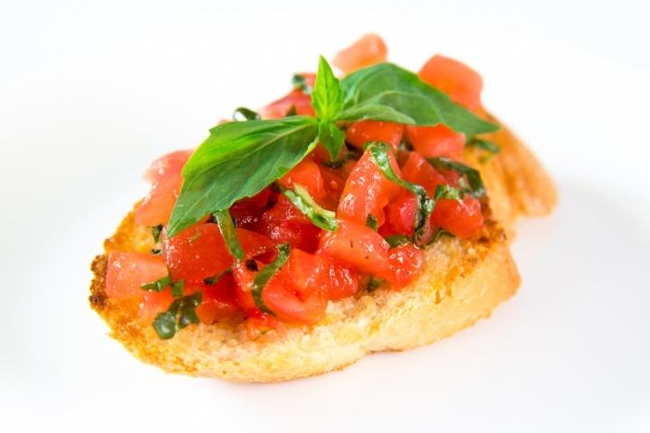 Брускетта с помидорами рецепт с фото