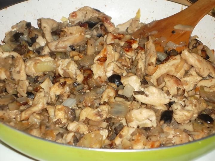 Перцы, фаршированные курицей и грибами