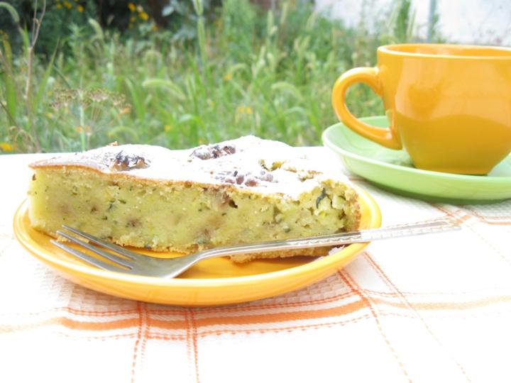Пирог из цукини с орехами