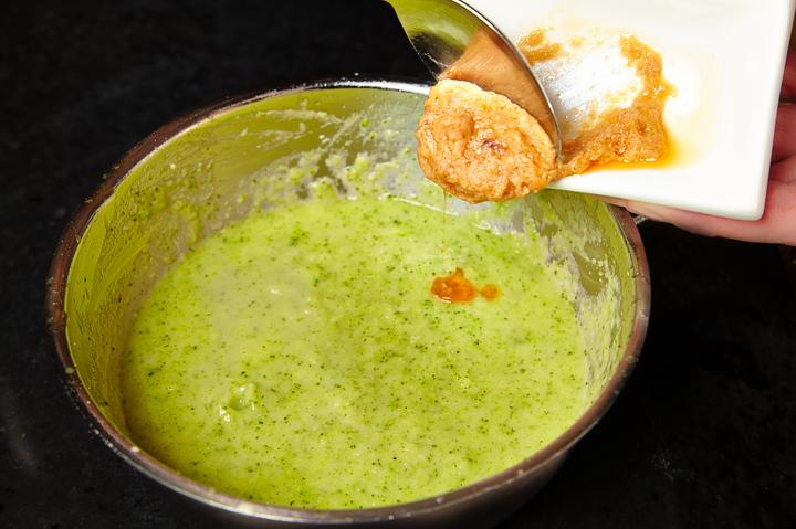 Крем-суп из брокколи с лососем