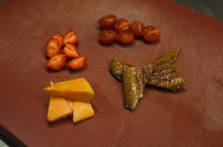 Салат с папайей и копченым угрем
