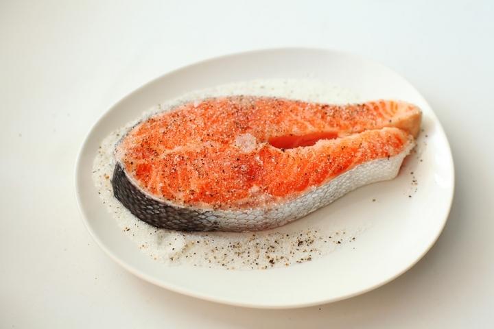 Острый лосось в карамели