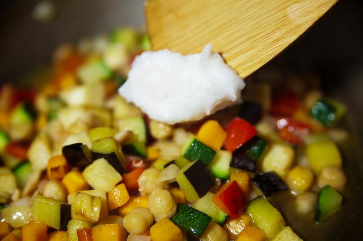 Овощное рагу с нутом и корицей