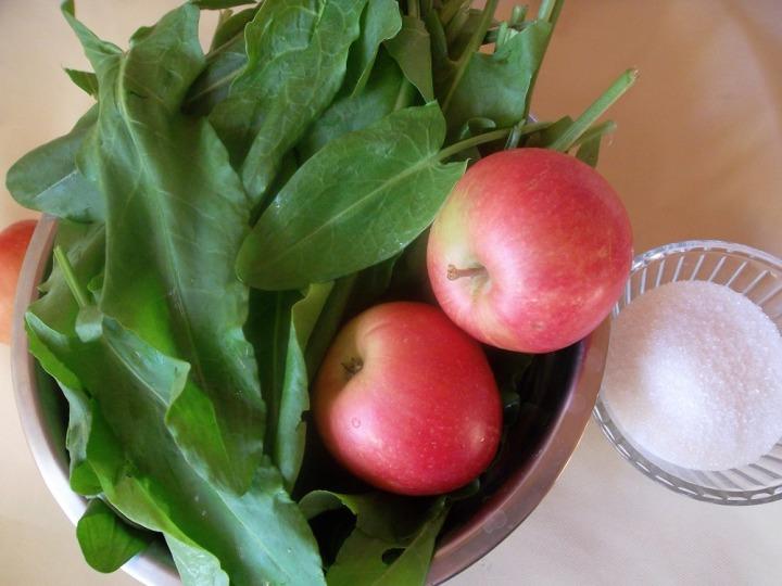 Пирожки со щавелем и яблоками